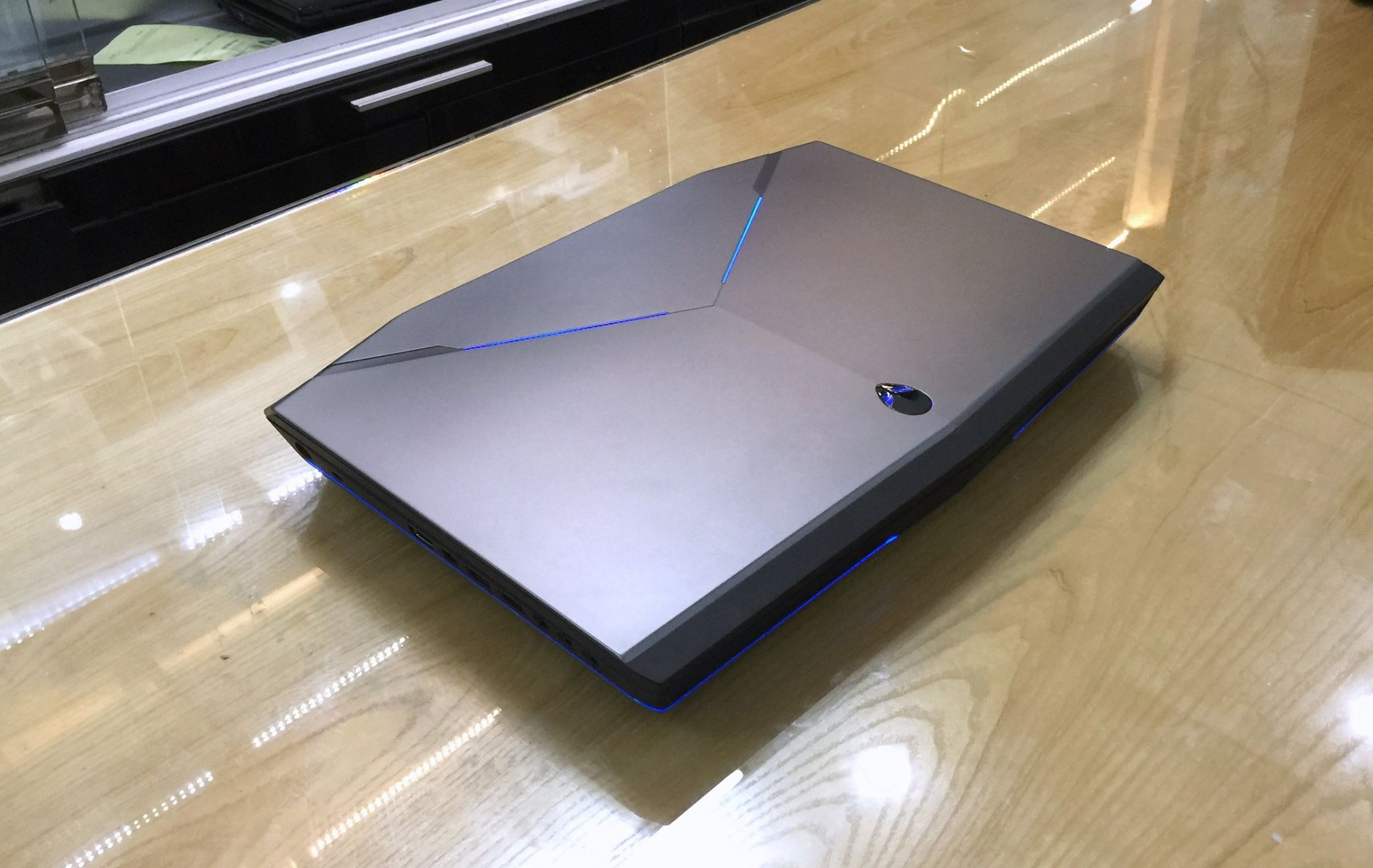 Laptop Dell Alienware 17 R5-7.jpg