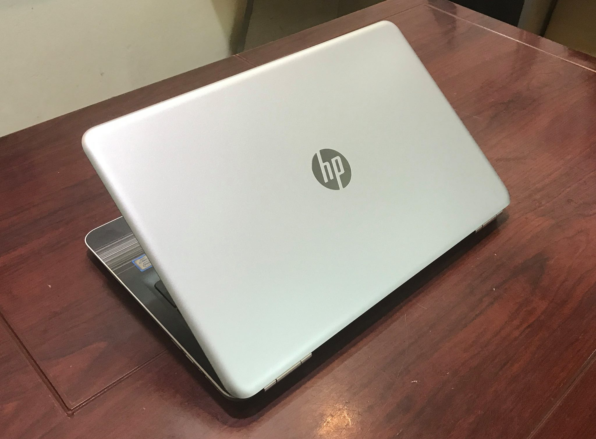 Laptop HP Pavilion 15-AU027-8.jpg