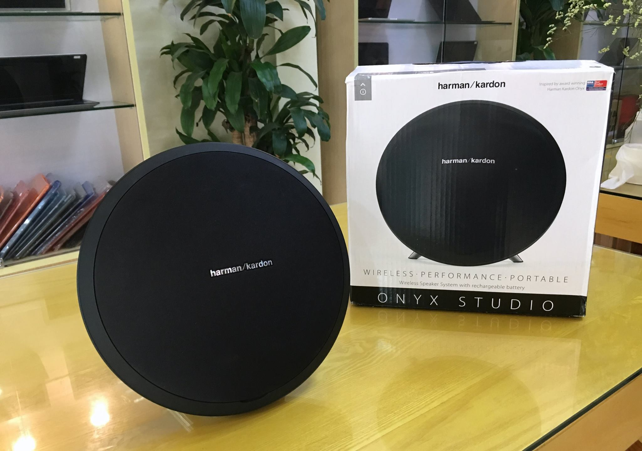 Loa Bluetooth Harman Kardon Onyx Studio-8.jpg