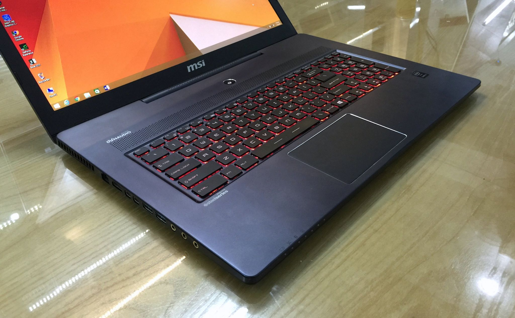 Laptop MSI GS70 2QE-8.jpg
