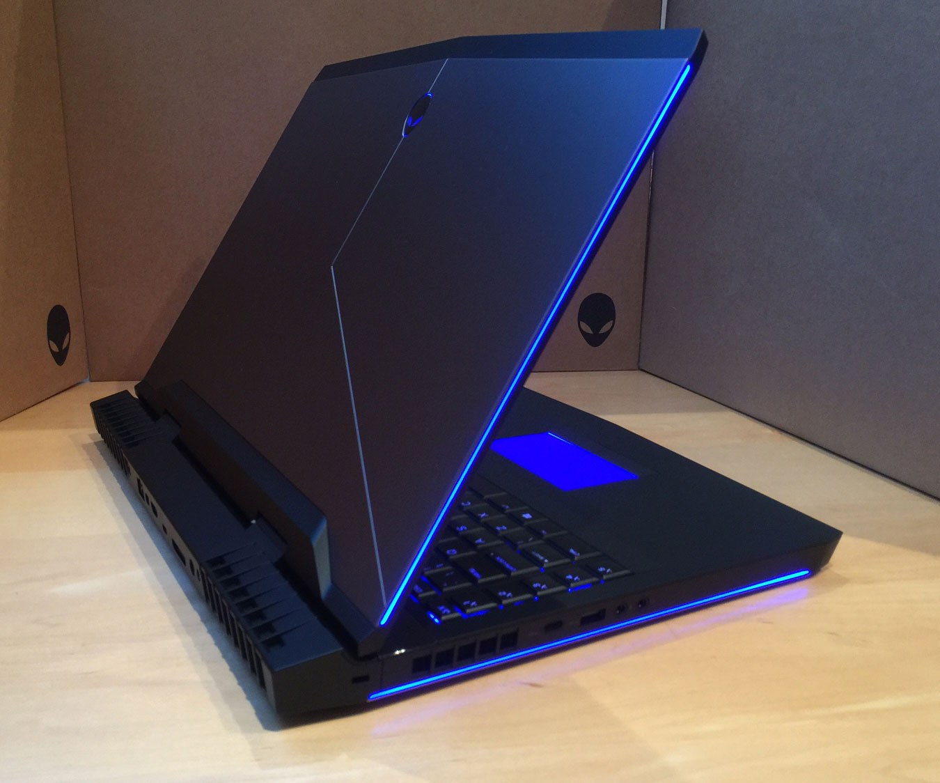 Laptop Dell ALIENWARE 17 R4-7.jpg
