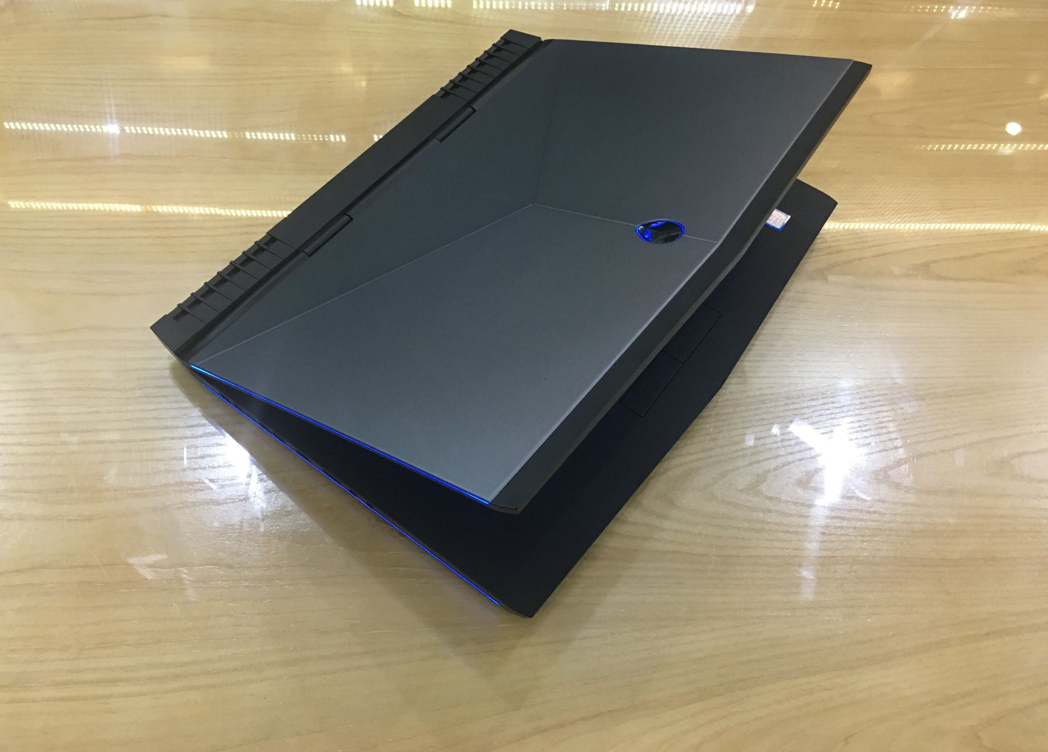 Laptop Dell ALIENWARE 17 R4-8.jpg