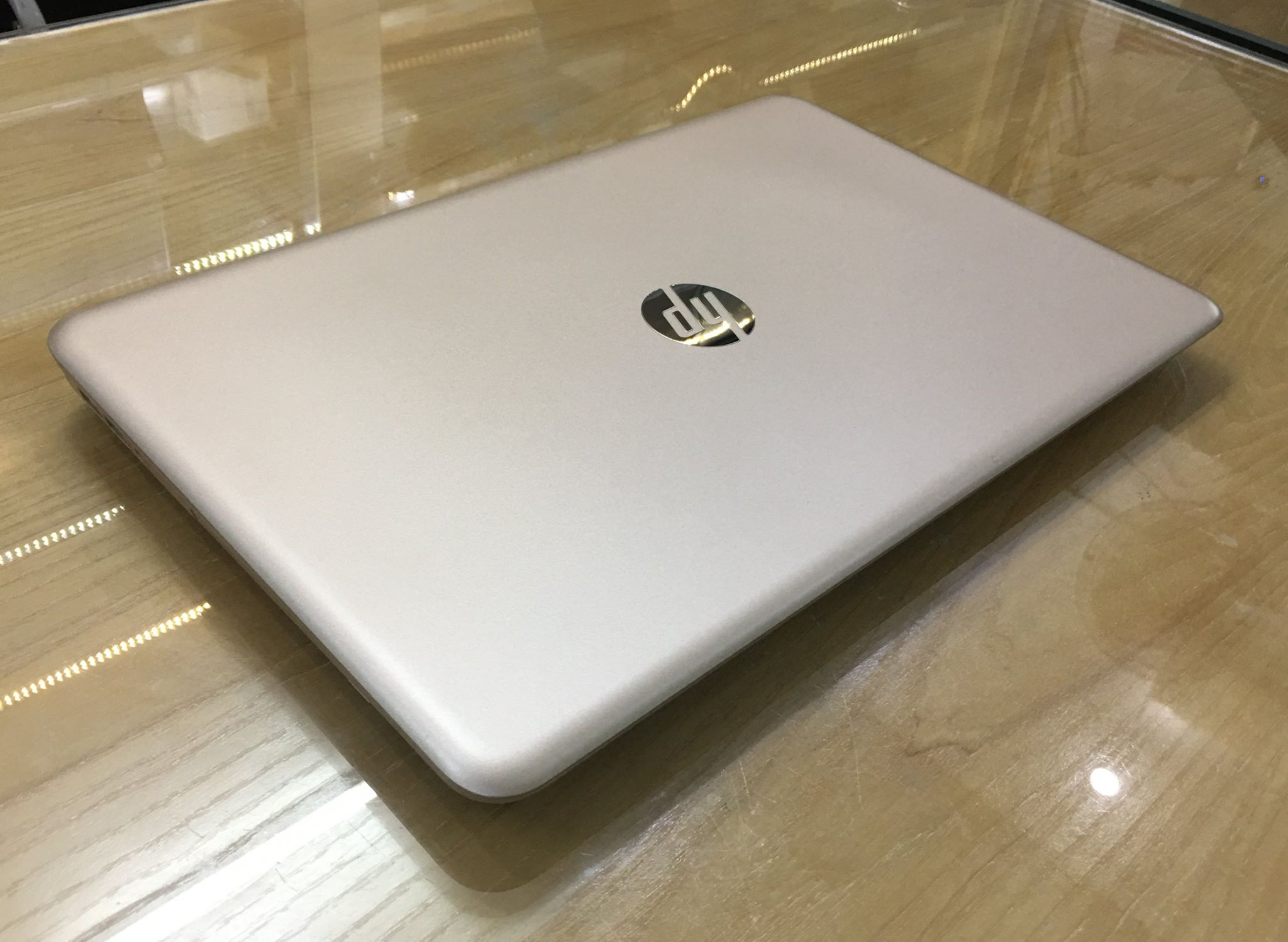 Laptop HP Pavilion 15 - au099nia  Gold -9.jpg