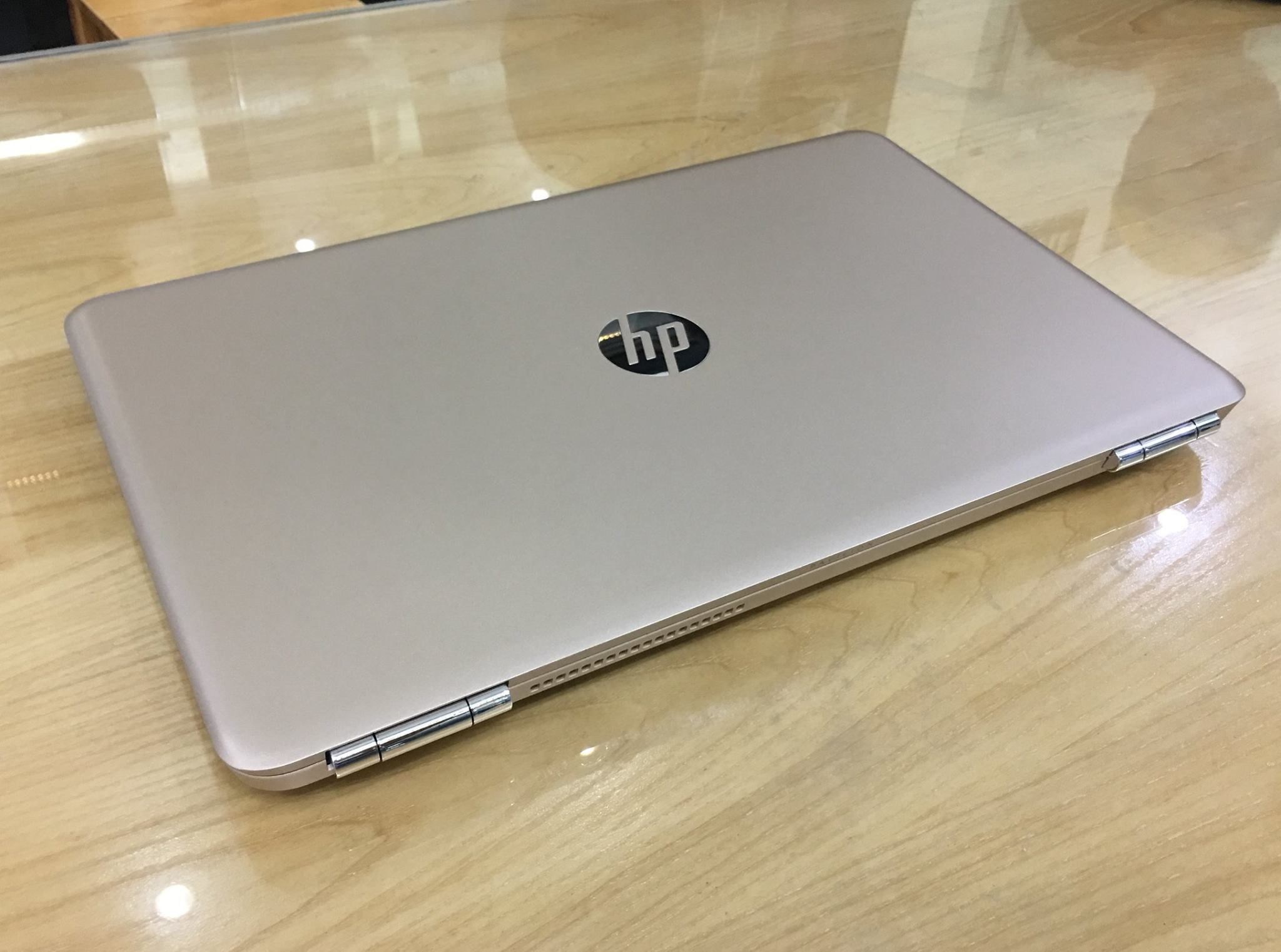 Laptop HP Pavilion 15 - au099nia  Gold .jpg