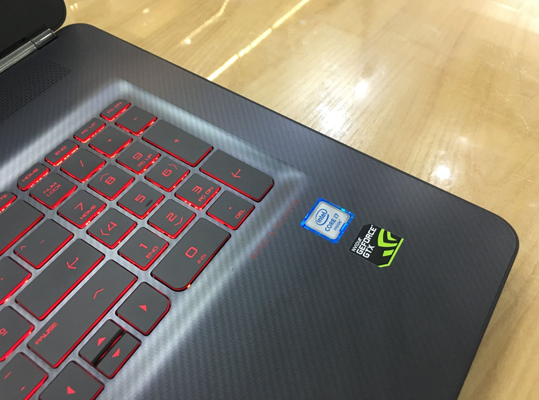 Laptop Gaming HP Omen 17 2016-3.jpg