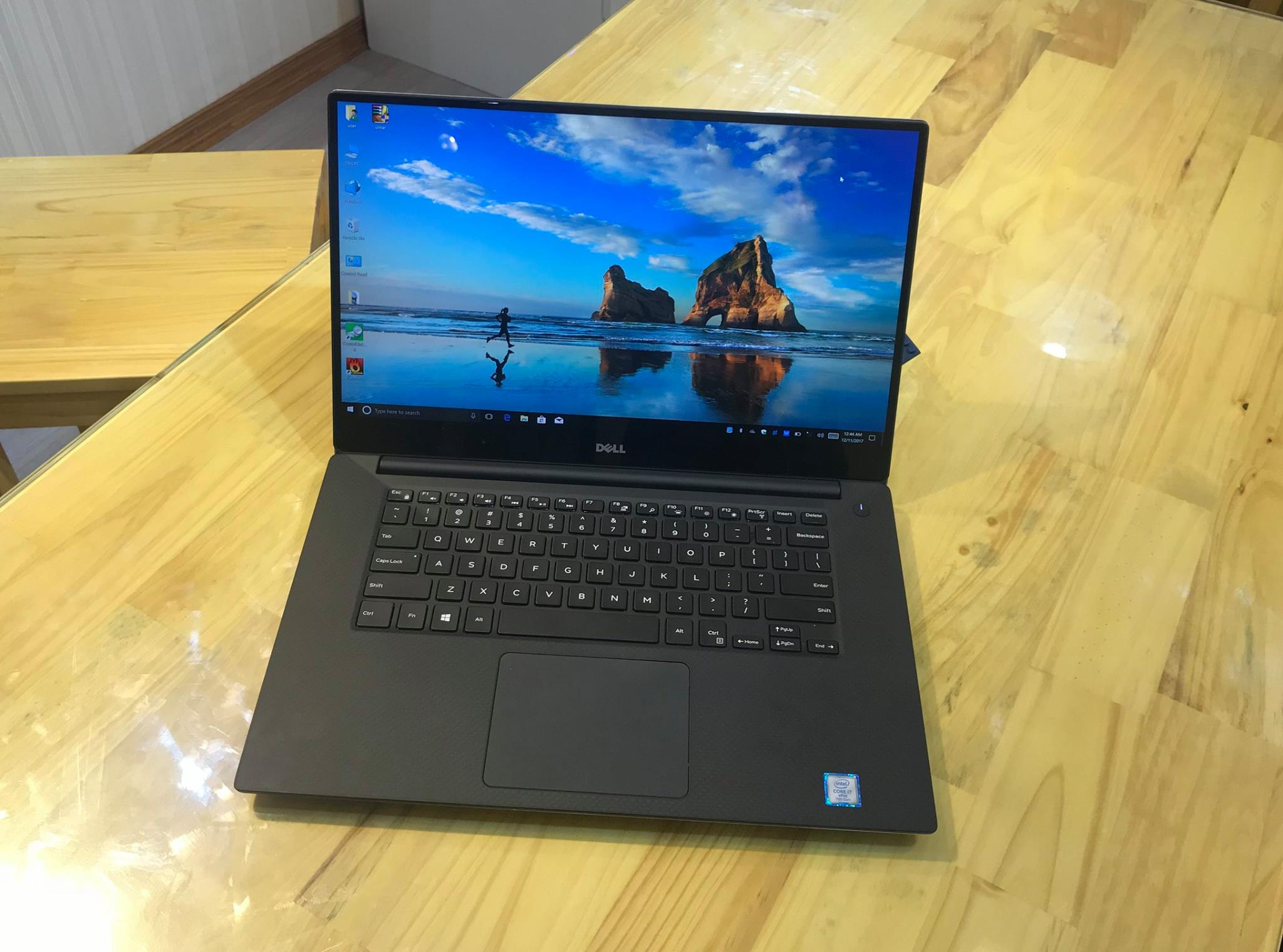 Laptop Dell Precision 5520 .jpg