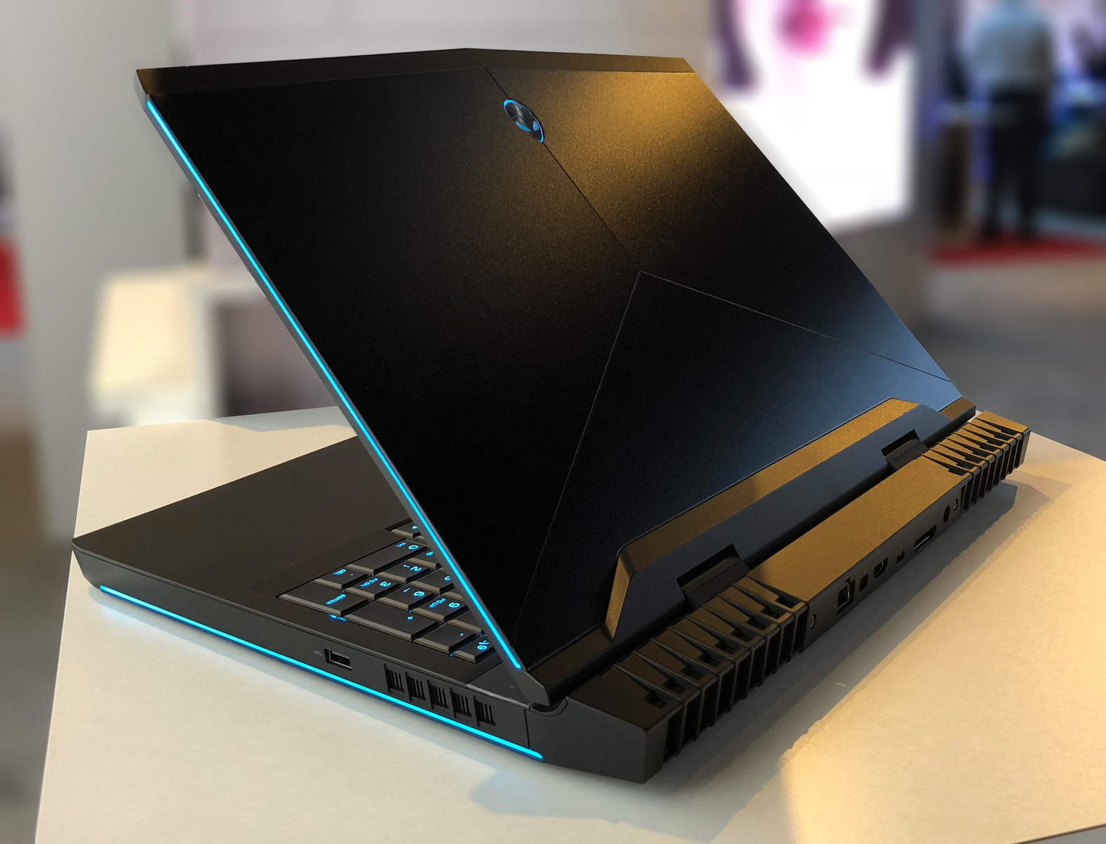 Laptop ALIENWARE 15R4 2018 GTX1060 .jpg