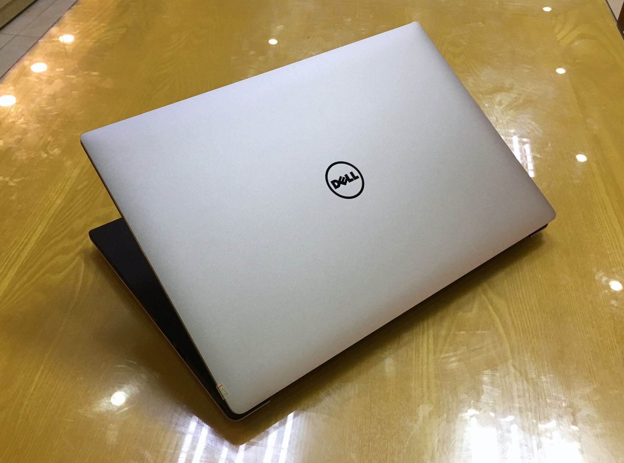 Laptop Dell XPS 15 9550 2016-3.jpg
