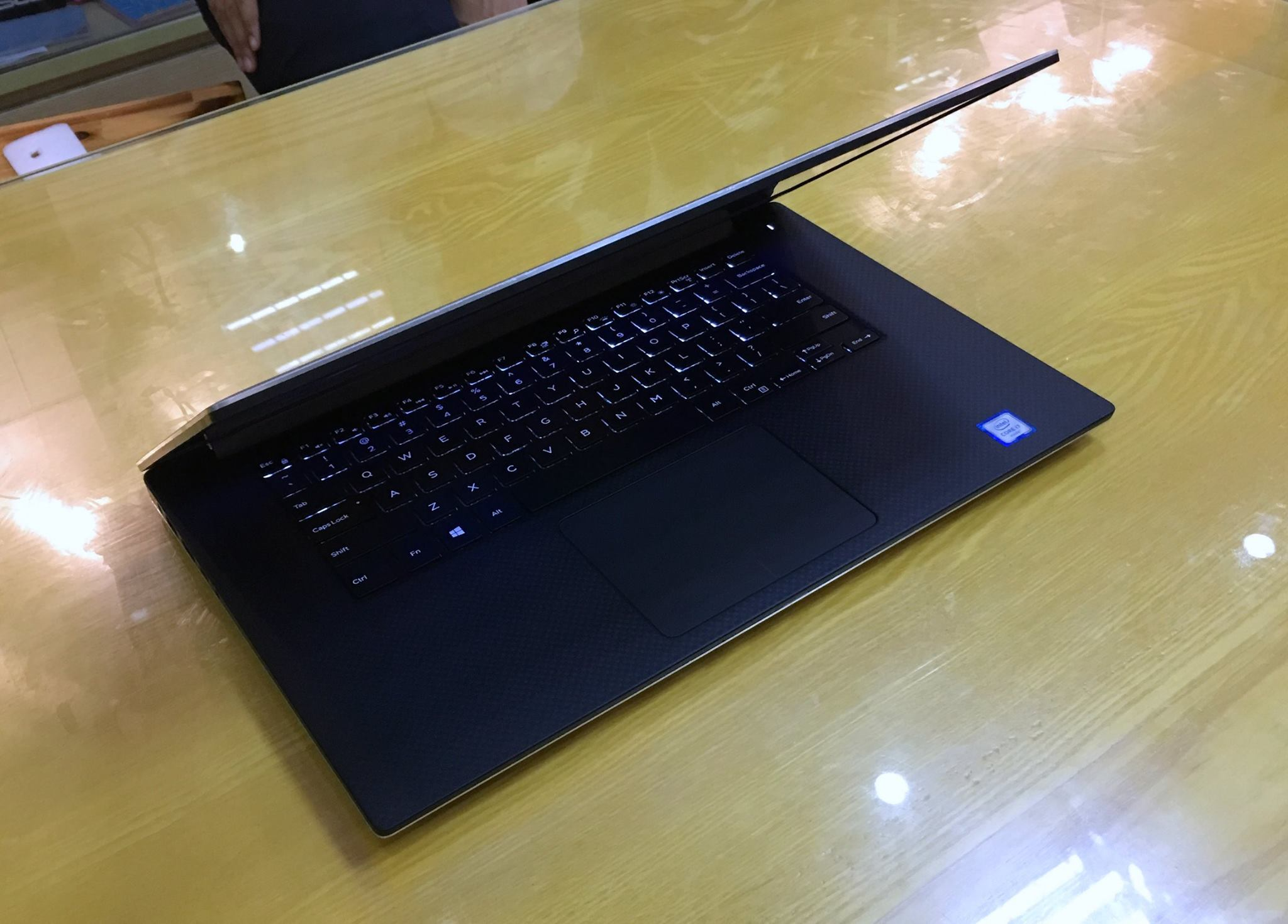 Laptop Dell XPS 15 9550 2016-8.jpg