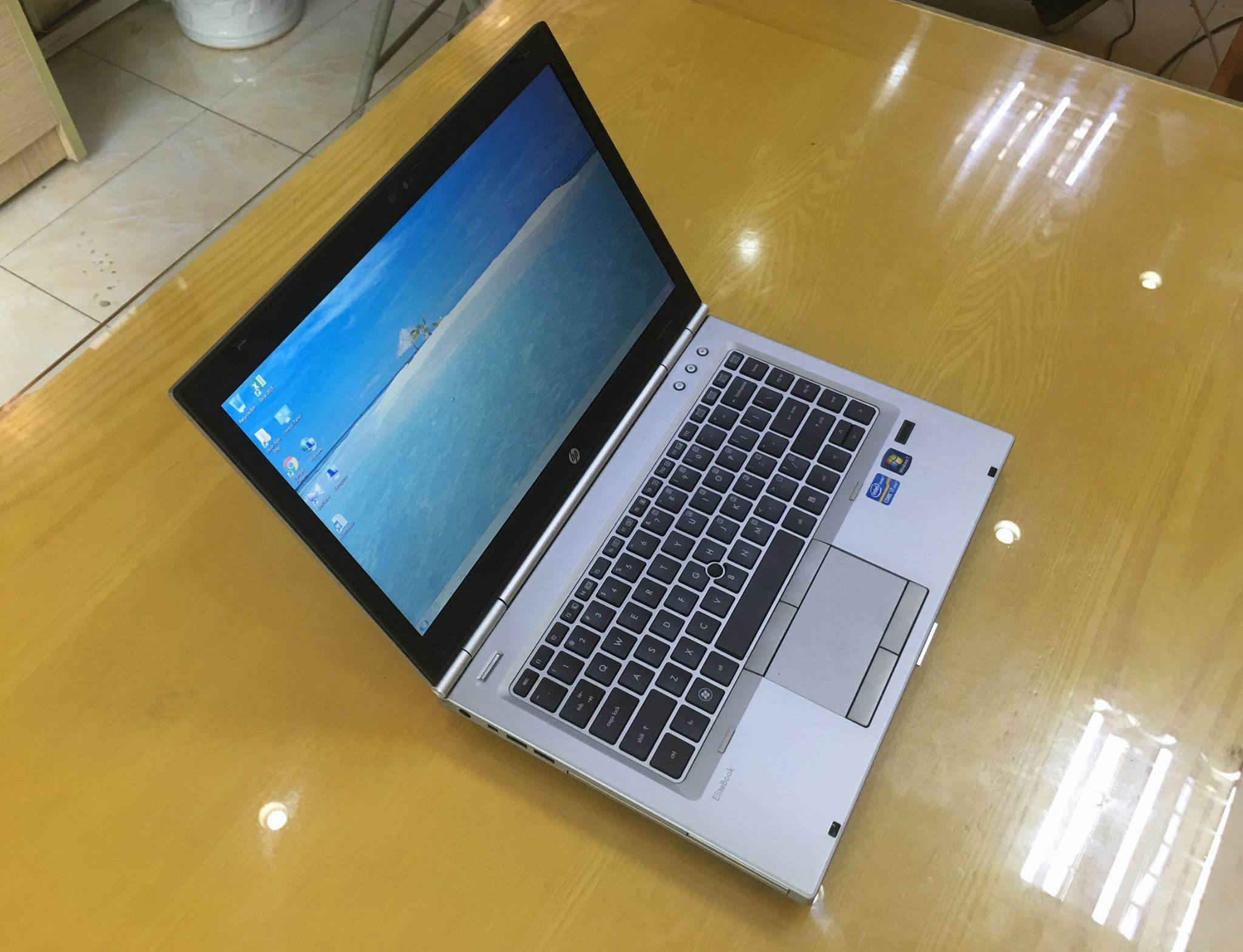 Laptop HP Elitbook 8460P i7.jpg