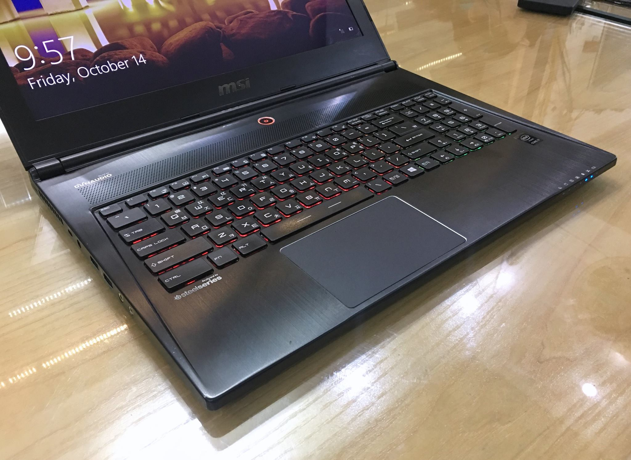 Laptop Gaming MSI GS60 2QE GHOST PRO 4K (9S7-16H512-264)-5.jpg